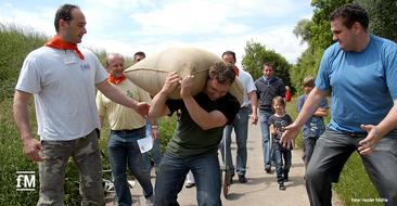 Kraftsportler tragen 100 Kilogramm Mehlsack um die Wette: Deutscher Mühlentag 2019 auf der Fessler Mühle in Sersheim
