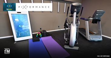 Die Pixformance Station, ein digitales funktionelles Trainingsgerät, im Big Brother Fitnessraum