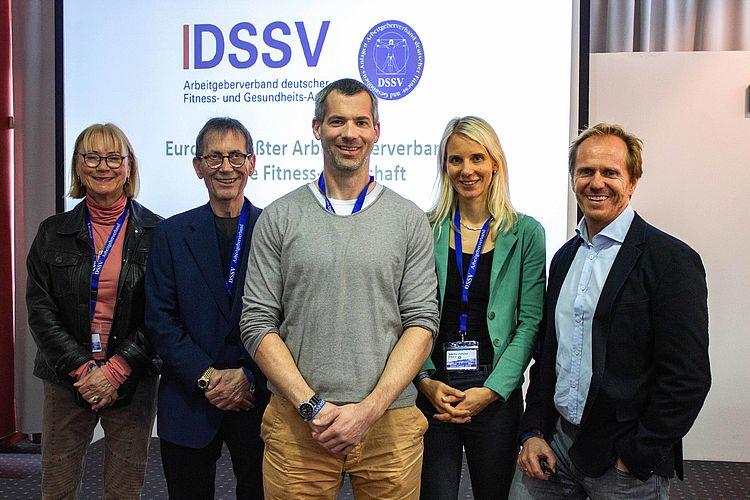 9. Europäischer Fitnesskongress auf der Belfis mit (von links): Birgit Schwarze (DSSV-Präsidentin), Refit Kamberovic (DSSV-Geschäftsführer), Daniel Kaptain (DHfPG), Sabrina Fütterer (DSSV-Geschäftsstellenleiterin) und Les Mills Germany CEO Mark Fest.
