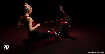 Zwei neue Cardiogeräte von Life Fitness: Life Fitness Heat Row und Life Fitness Heat Performance Row.
