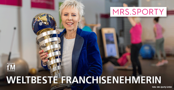 Stolz auf ihre Trophäe: Isabella Kling (Mrs.Sporty Franchisepartnerin) gewinnt internationalen Branchen-Award 'Best Franchisee of the World'