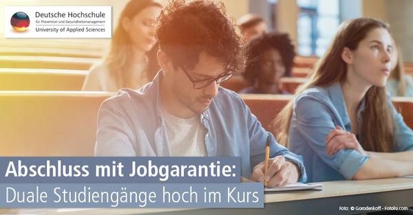 Studie belegt: Absolventen dualer Studiengänge finden schneller einen Job