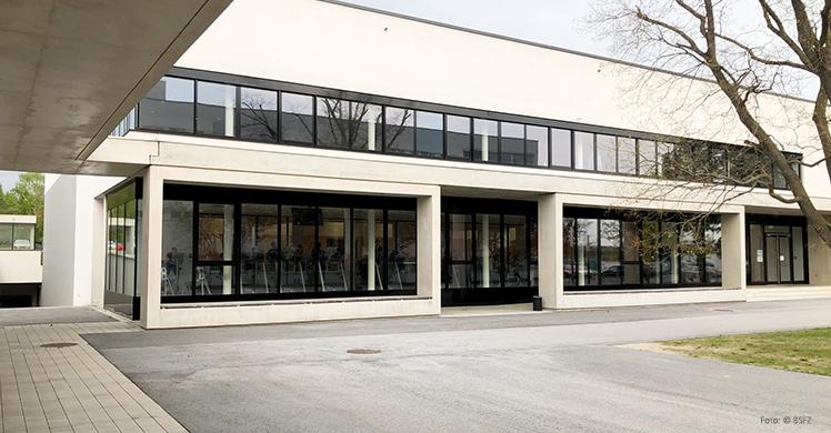 Das DHfPG-Studienzentrum Österreich befindet sich auf dem Campus des Bundessport- und Freizeitzentrums (BSFZ) Südstadt am Rande Wiens.