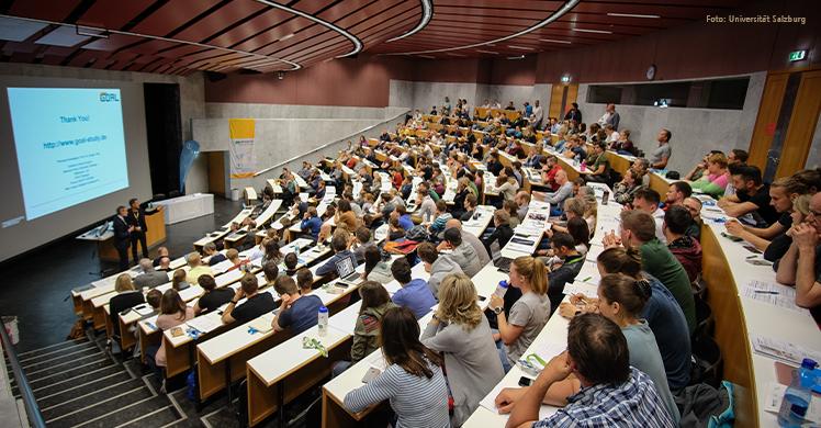 Das Fachpublikum verfolgt die Vorträge der Experten aus Australien, Schweden, Großbritannien, der Schweiz, Deutschland und Österreich beim sechsten Salzburger Sport-Physiotherapie Symposium im AudiMax.