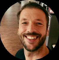 Dirk Heinzmann, Inhaber der Kölner Bodystreet-Studios, kooperiert mit dem Kölner Naturheilzentrum WirbelDOC.
