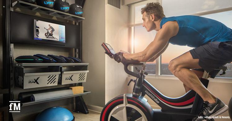 Fitnesstraining direkt im Hotelzimmer: Hilton Hotels & Resorts ermöglicht das seinen Hotelgästen in den USA und bald auch weltweit mit dem Konzept 'Five Feet to Fitness', dem Fitnessstudio im Hotelzimmer.