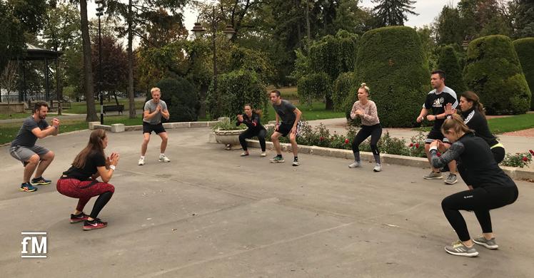 Frühsport im Park (Kalemegdanska Terasa, Belgrad) mit Fitnesstrainerin Bojana Paljic.