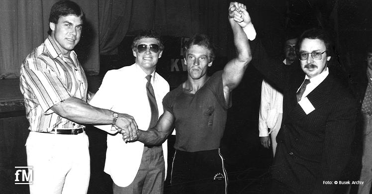 Albert Busek gratuliert Werner Pfitzenmeier zum Junioren-Gesamtsieg der Deutschen Meisterschaften 1980.