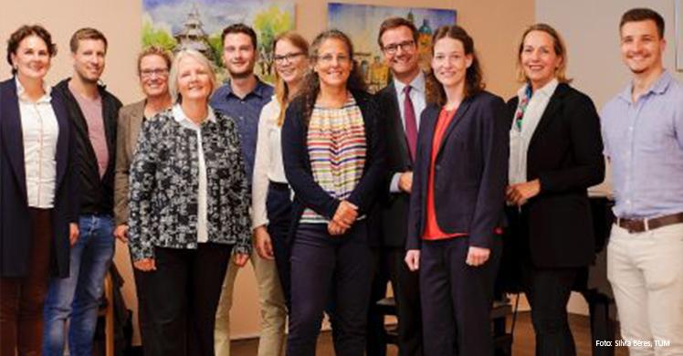 Gemeinsam für Fitness und Gesundheit auch im hohen Alter: Das Team des wissenschaftlichen Pilotprojekts 'Bestform. Sport kennt kein Alter'.