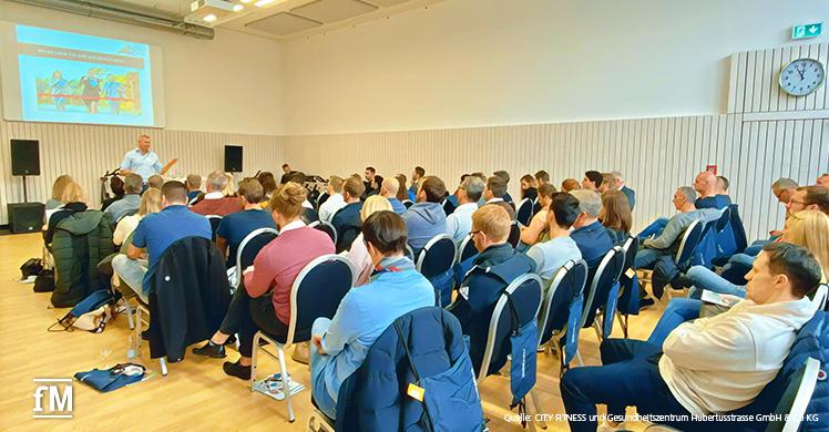 Vorträge zu BGM und Austauschmöglichkeiten beim milon-Netzwerktreffen im Evonik Gym im Sportpark Marl (Nordrhein-Westfalen)