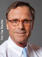 Dr. med Ulrich Strunz. Foto: Kay Blaschke