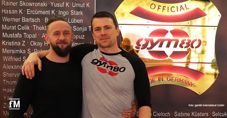 Vom Innendienst zum Außendienst: Dennis Derendorf (rechts) wechselt bei gym80 intern, darüber freut sich auch Ingo Stark, Vertriebsleiter DACH.