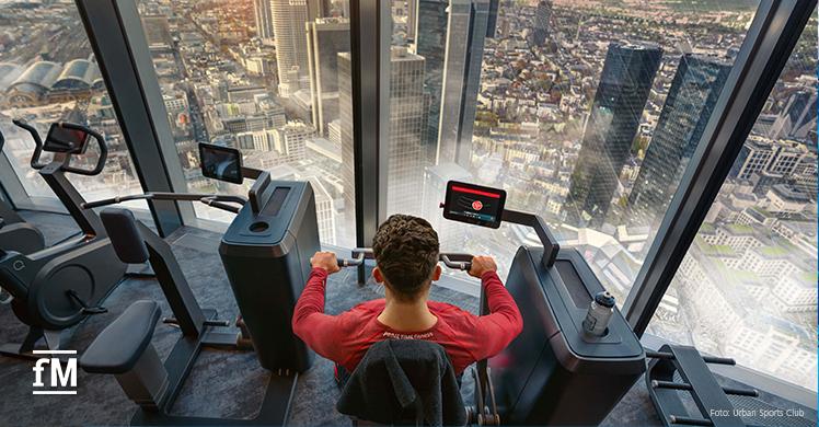 Atemberaubender Blick über Frankfurt während des Fitnesstrainings: Europas höchstes Fitnessstudio im MAIN TOWER.
